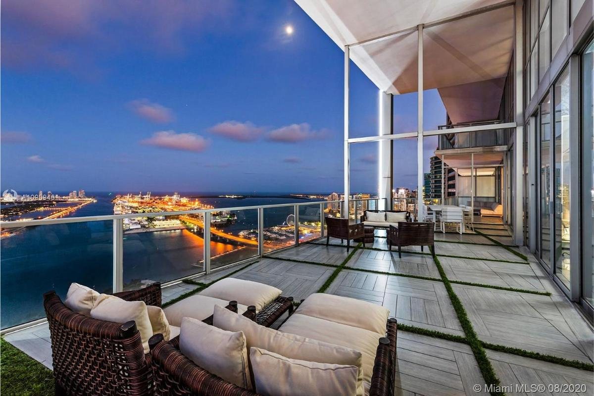 Home Of The Day: An Ultra-Luxury Sky Home In Downtown Miami