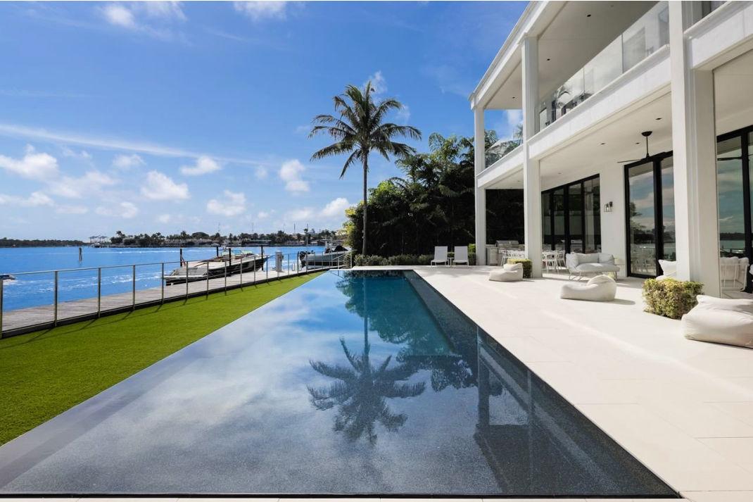 Former Buzzfeed Exec Sales Venetian Island Estate