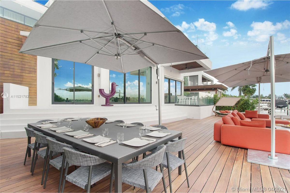 Today's featured Home Of The Day is a spectacular 7-bedroom waterfront villa located on Miami Beach's coveted Venetian Islands.