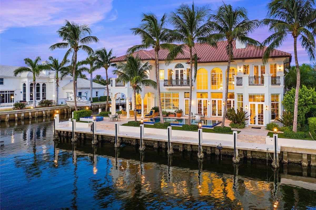 Today's featured Home Of The Day is an exquisite 6-bedroom Intracoastal estate in beautiful Delray Beach, Florida.